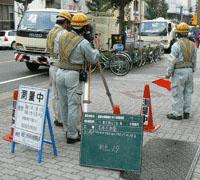 名古屋の敷島測量設計株式会社の測量作業風景